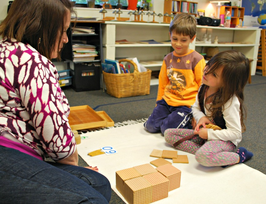 montessori_teacher