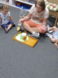 Toddler Montessori children – line time, Science experiments, work time and sharing! 💛😊