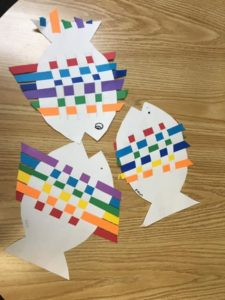 Room 12 – Creates Rainbow Fish in a weaving art project.?❤️??